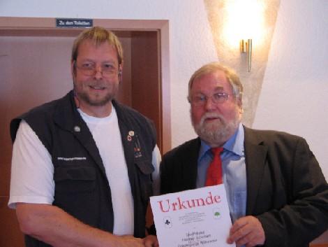 Verleihung Goldnadel an Hartmut Lüschen