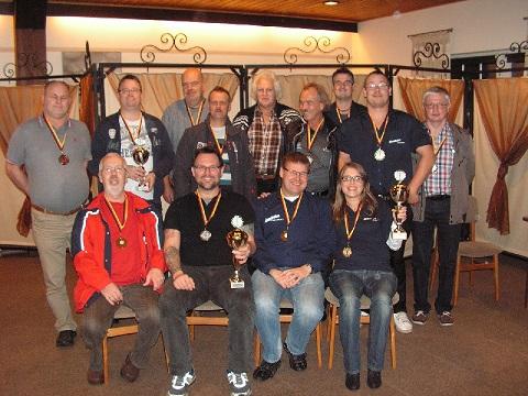 Sieger Mannschaften Müsselbuben Oldenburg I, Wilhelmshavener Skatfreunde I und Friesenjungs Wiesmoor
